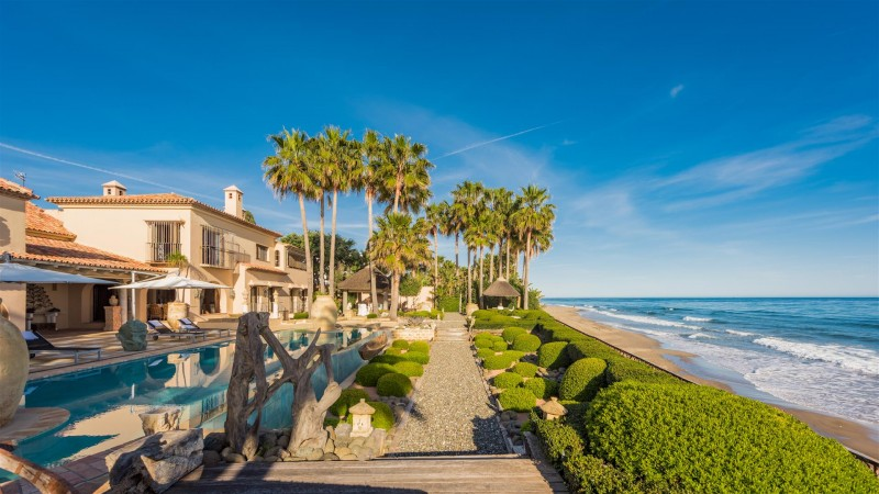 Exclusive Beachfront Villa for sale Marbella East (9) (Large)