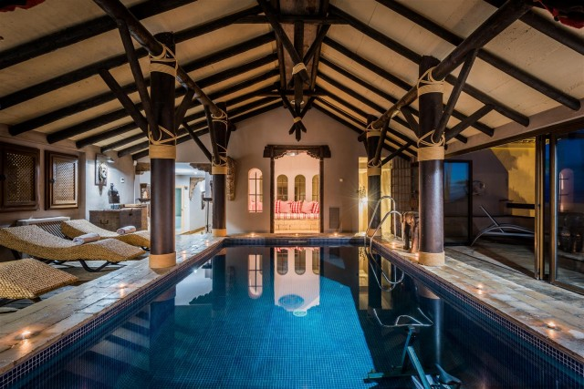Exclusive Beachfront Villa for sale Marbella East (54) (Large)