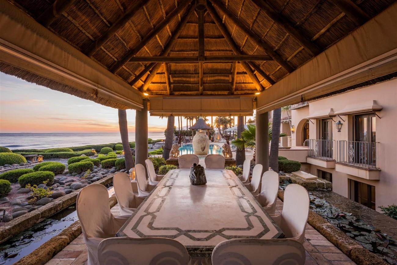 Exclusive Beachfront Villa for sale Marbella East (35) (Large)