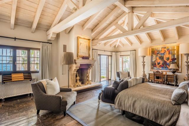 Exclusive Beachfront Villa for sale Marbella East (3) (Large)