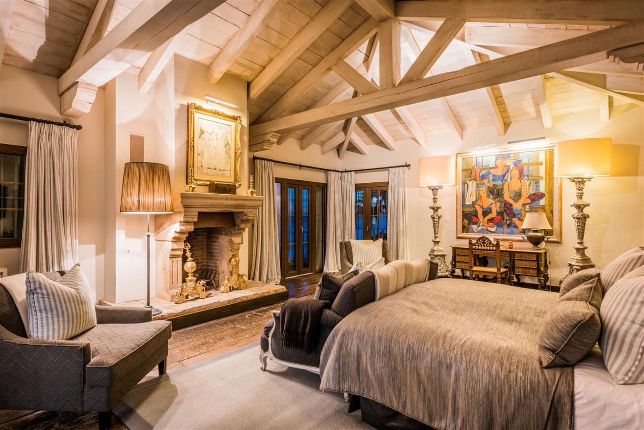 Exclusive Beachfront Villa for sale Marbella East (50) (Large)
