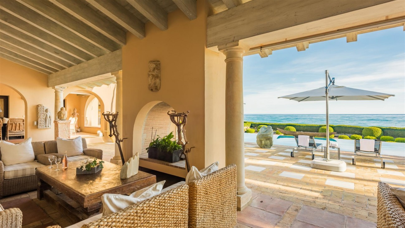 Exclusive Beachfront Villa for sale Marbella East (13) (Large)