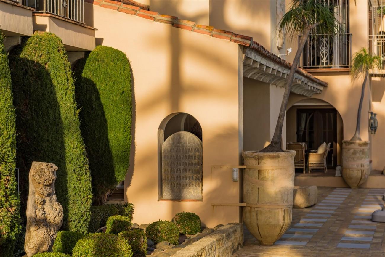 Exclusive Beachfront Villa for sale Marbella East (25) (Large)