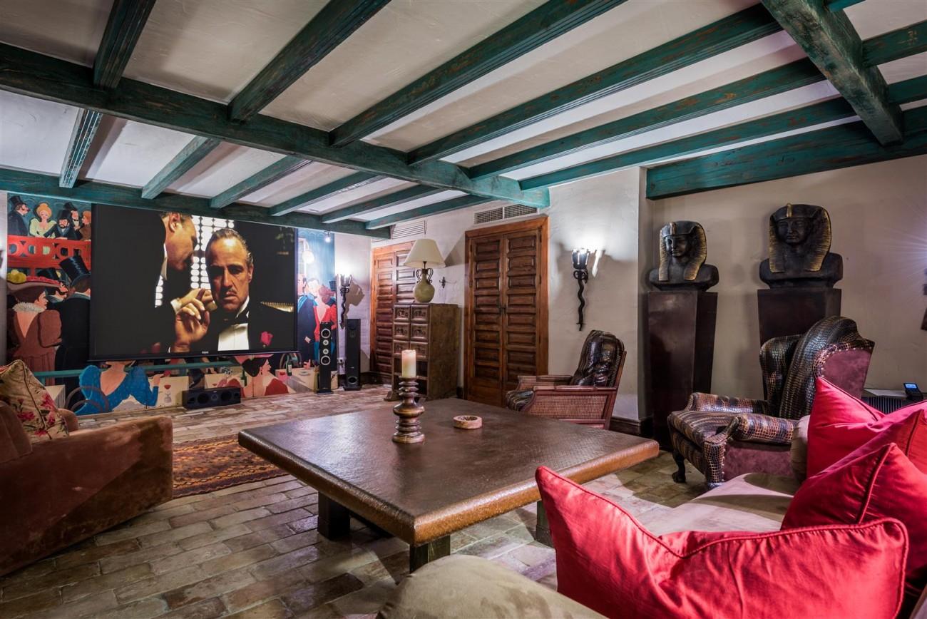 Exclusive Beachfront Villa for sale Marbella East (56) (Large)