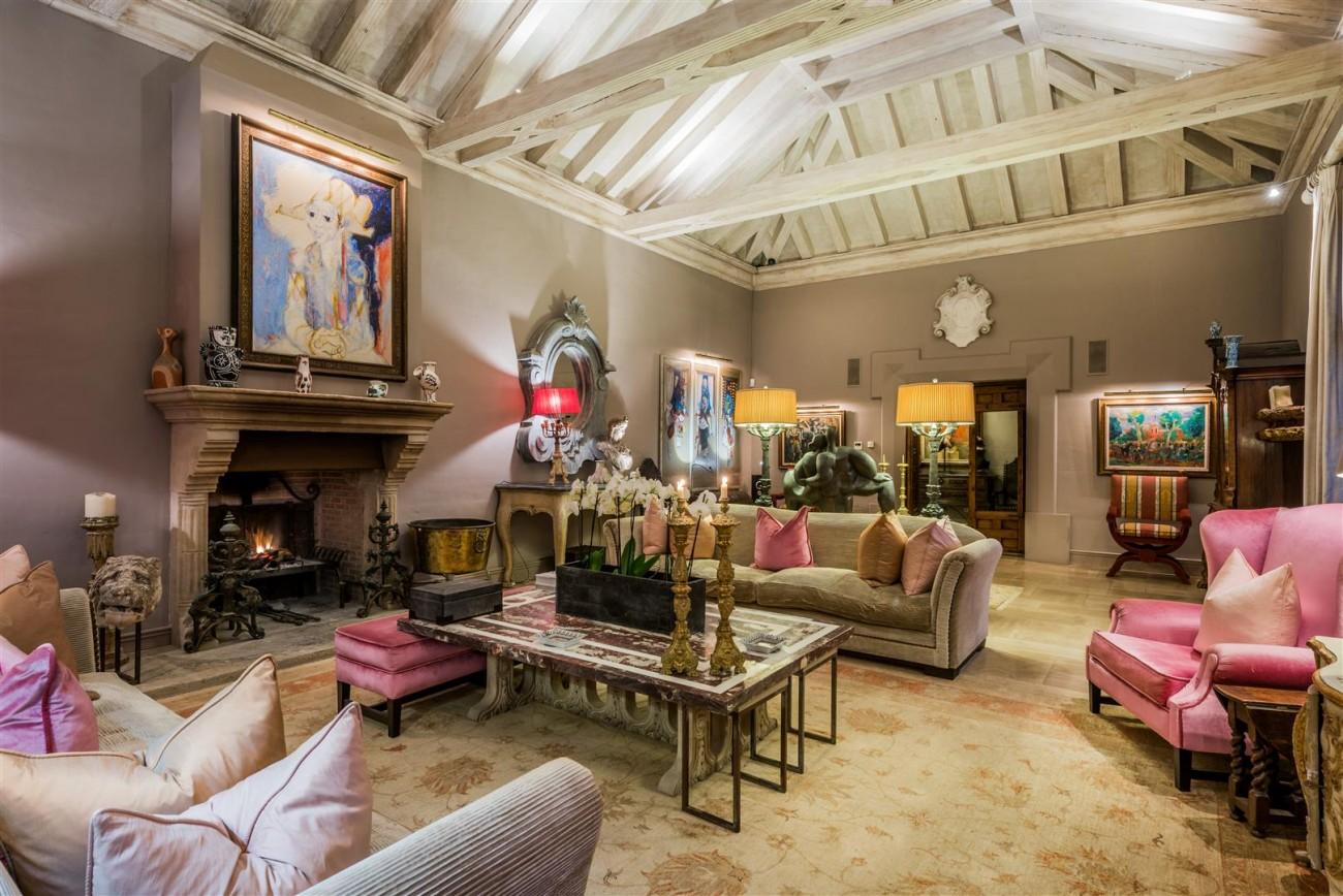 Exclusive Beachfront Villa for sale Marbella East (41) (Large)