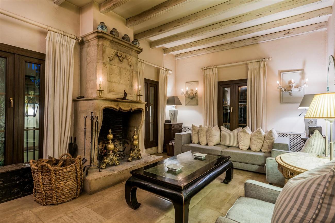 Exclusive Beachfront Villa for sale Marbella East (48) (Large)