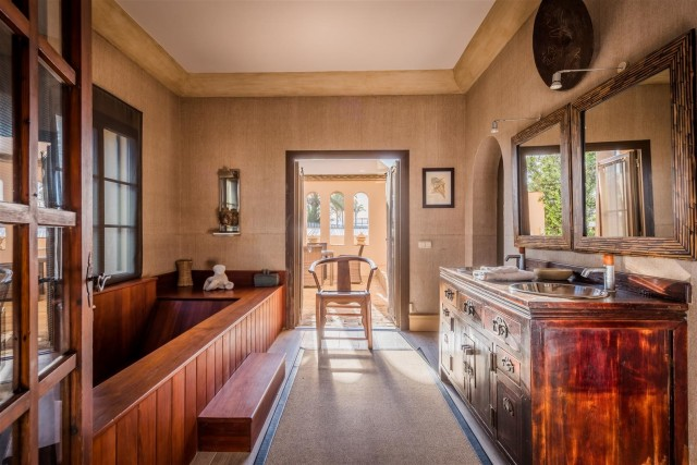 Exclusive Beachfront Villa for sale Marbella East (15) (Large)