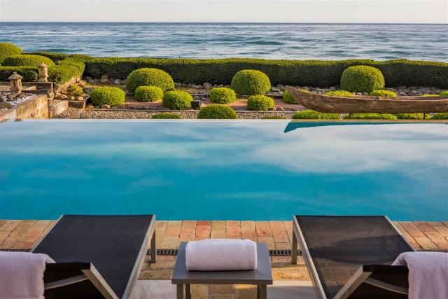 Exclusive Beachfront Villa for sale Marbella East (28) (Large)