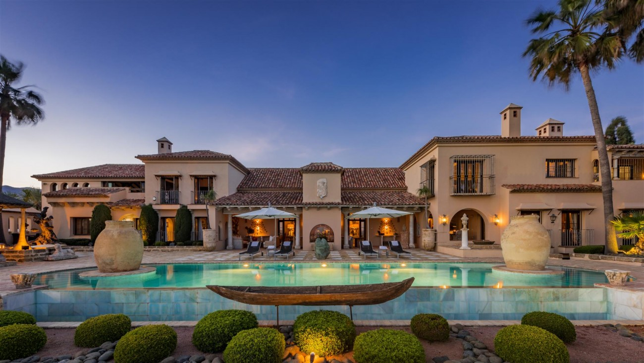 Exclusive Beachfront Villa for sale Marbella East (38) (Large)