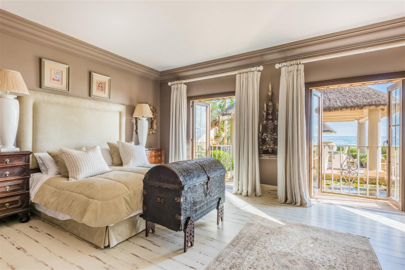 Exclusive Beachfront Villa for sale Marbella East (1) (Large)