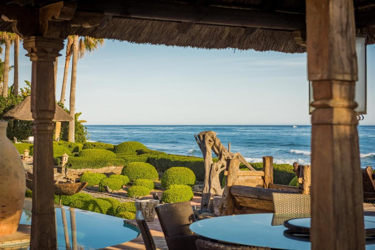 Exclusive Beachfront Villa for sale Marbella East (26) (Large)