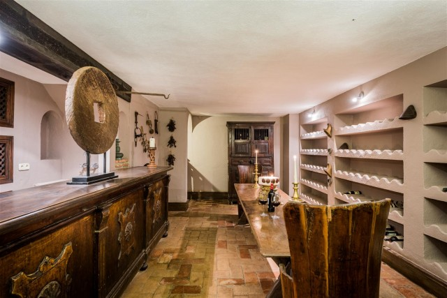 Exclusive Beachfront Villa for sale Marbella East (57) (Large)