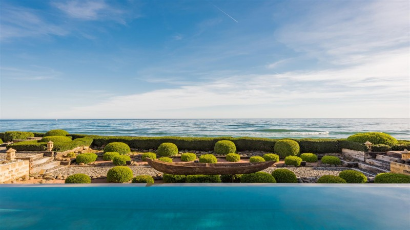 Exclusive Beachfront Villa for sale Marbella East (8) (Large)