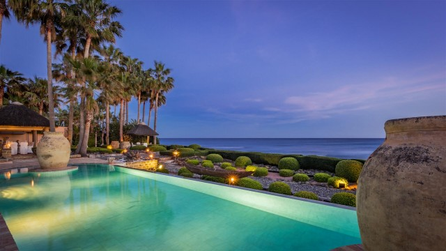 Exclusive Beachfront Villa for sale Marbella East (40) (Large)
