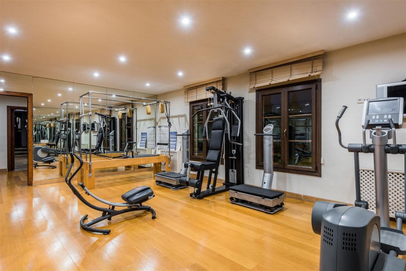 Exclusive Beachfront Villa for sale Marbella East (52) (Large)