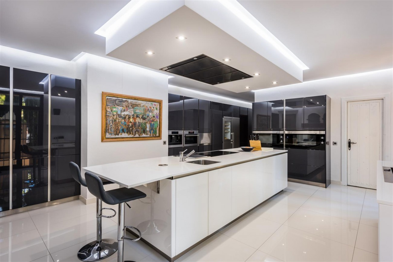 Exclusive Beachfront Villa for sale Marbella East (32) (Large)