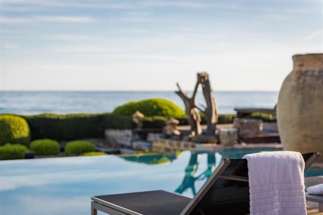Exclusive Beachfront Villa for sale Marbella East (24) (Large)
