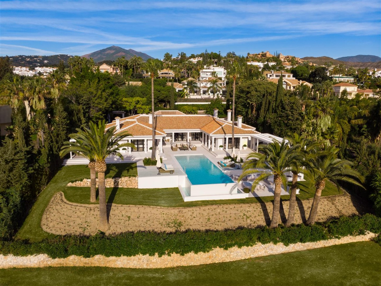 Frontline Golf Luxury Villa for sale Nueva Andalucia Marbella Spain (43) (Large)