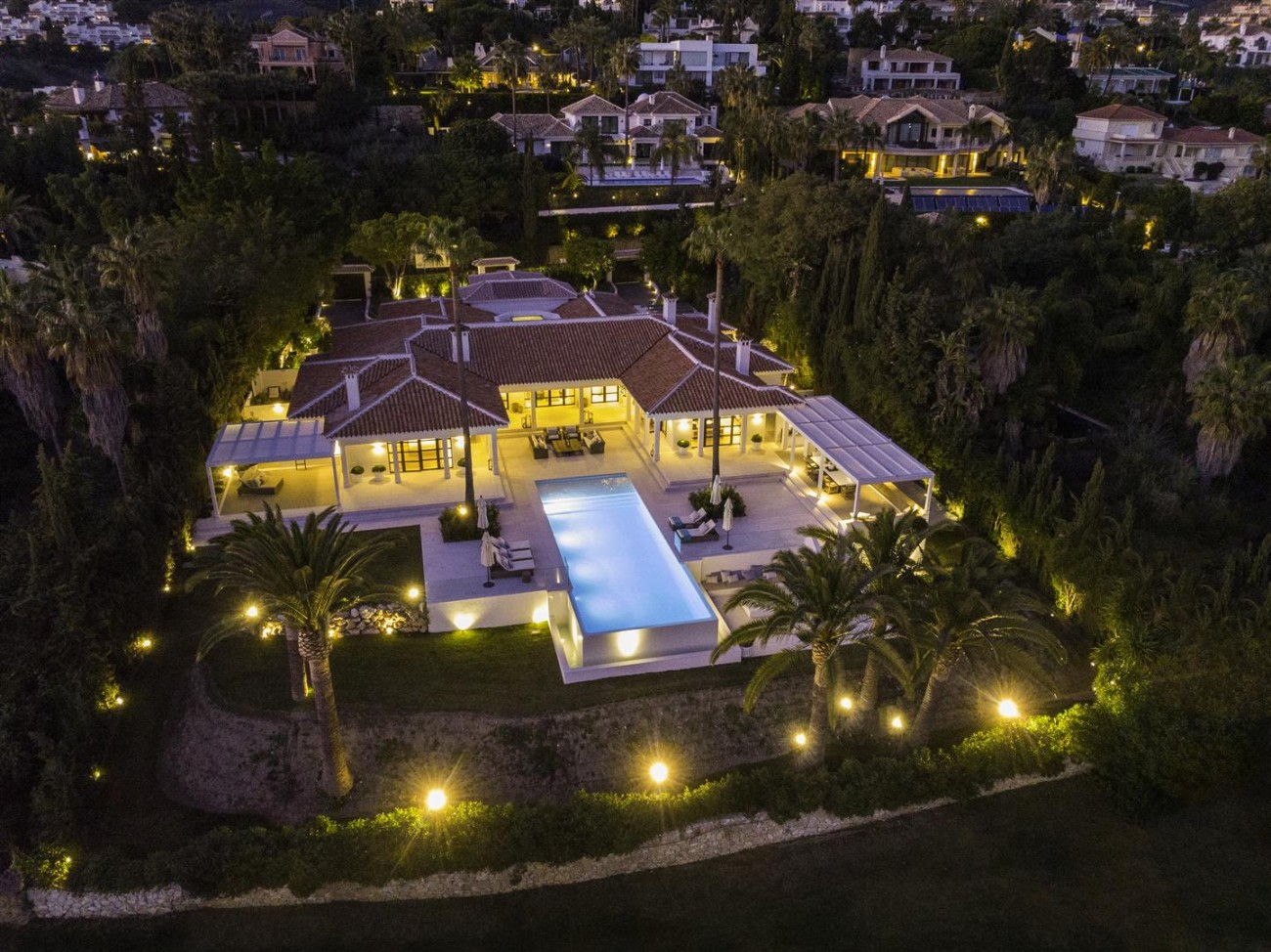 Frontline Golf Luxury Villa for sale Nueva Andalucia Marbella Spain (2) (Large)