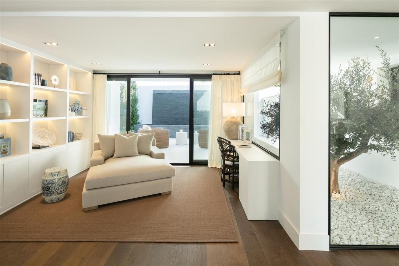 Frontline Golf Contemporary Villa for sale Nueva Andalucia Marbella Spain (3) (Large)