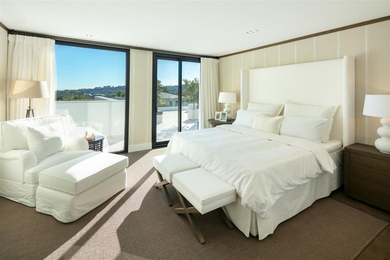 Frontline Golf Contemporary Villa for sale Nueva Andalucia Marbella Spain (21) (Large)
