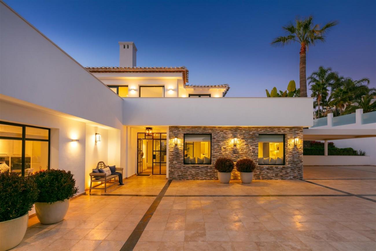 Frontline Golf Contemporary Villa for sale Nueva Andalucia Marbella Spain (24) (Large)