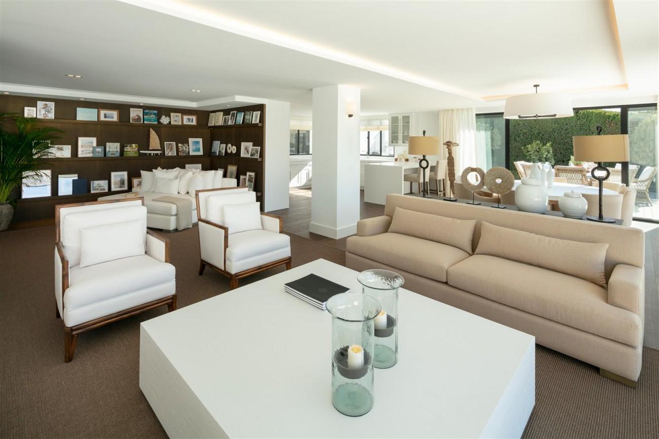 Frontline Golf Contemporary Villa for sale Nueva Andalucia Marbella Spain (12) (Large)