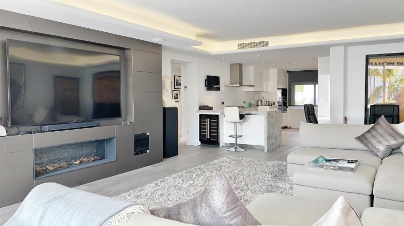 Contemporary Apartment for sale Puente Romano Marbella Golden Mile Spain (14) (Large)