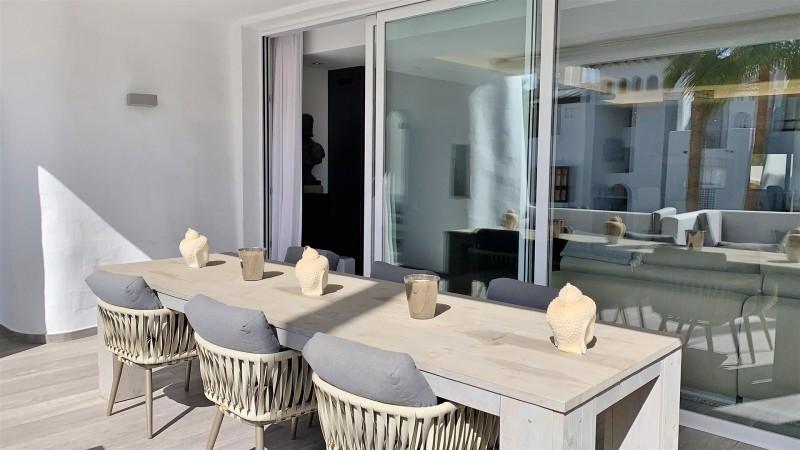 Contemporary Apartment for sale Puente Romano Marbella Golden Mile Spain (16) (Large)