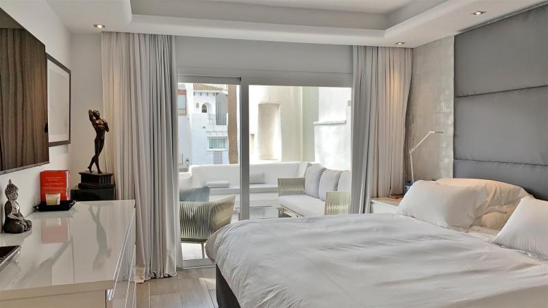 Contemporary Apartment for sale Puente Romano Marbella Golden Mile Spain (18) (Large)