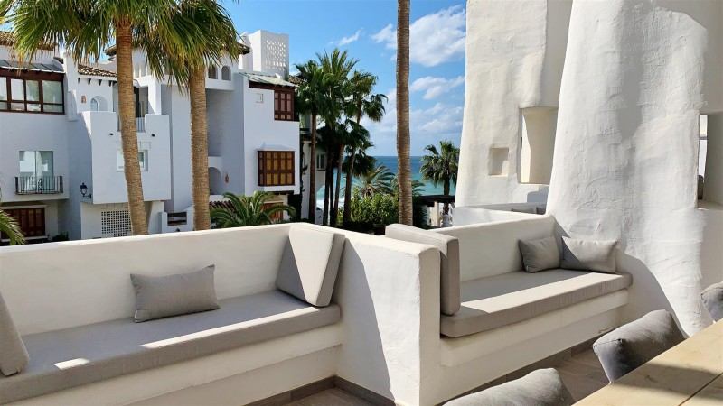 Contemporary Apartment for sale Puente Romano Marbella Golden Mile Spain (19) (Large)