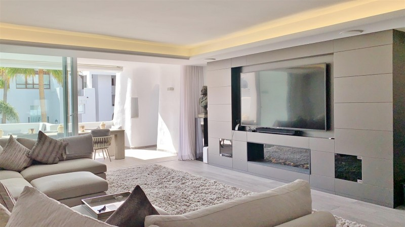 Contemporary Apartment for sale Puente Romano Marbella Golden Mile Spain (22) (Large)
