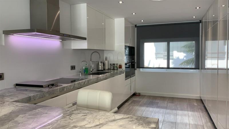 Contemporary Apartment for sale Puente Romano Marbella Golden Mile Spain (32) (Large)