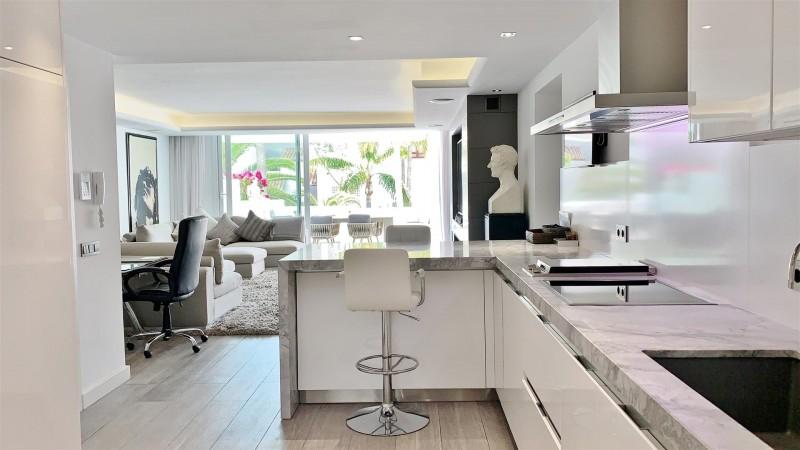Contemporary Apartment for sale Puente Romano Marbella Golden Mile Spain (34) (Large)