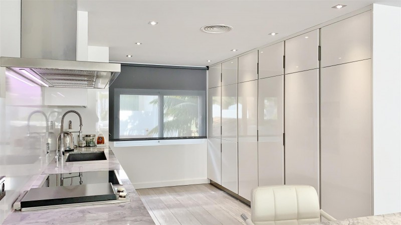 Contemporary Apartment for sale Puente Romano Marbella Golden Mile Spain (36) (Large)