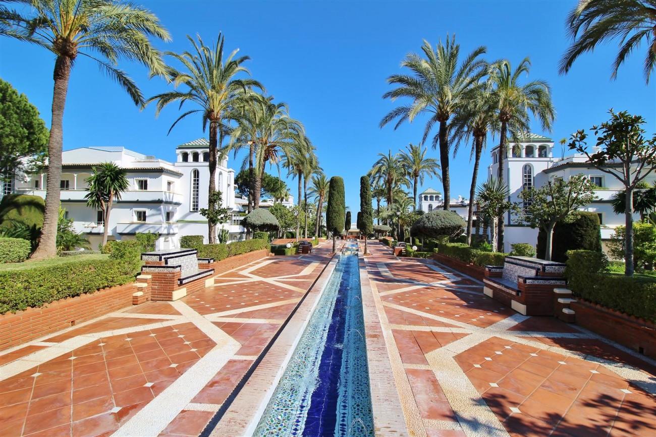 Beachfront Townhouse for sale Estepona Spain (3) (Large)