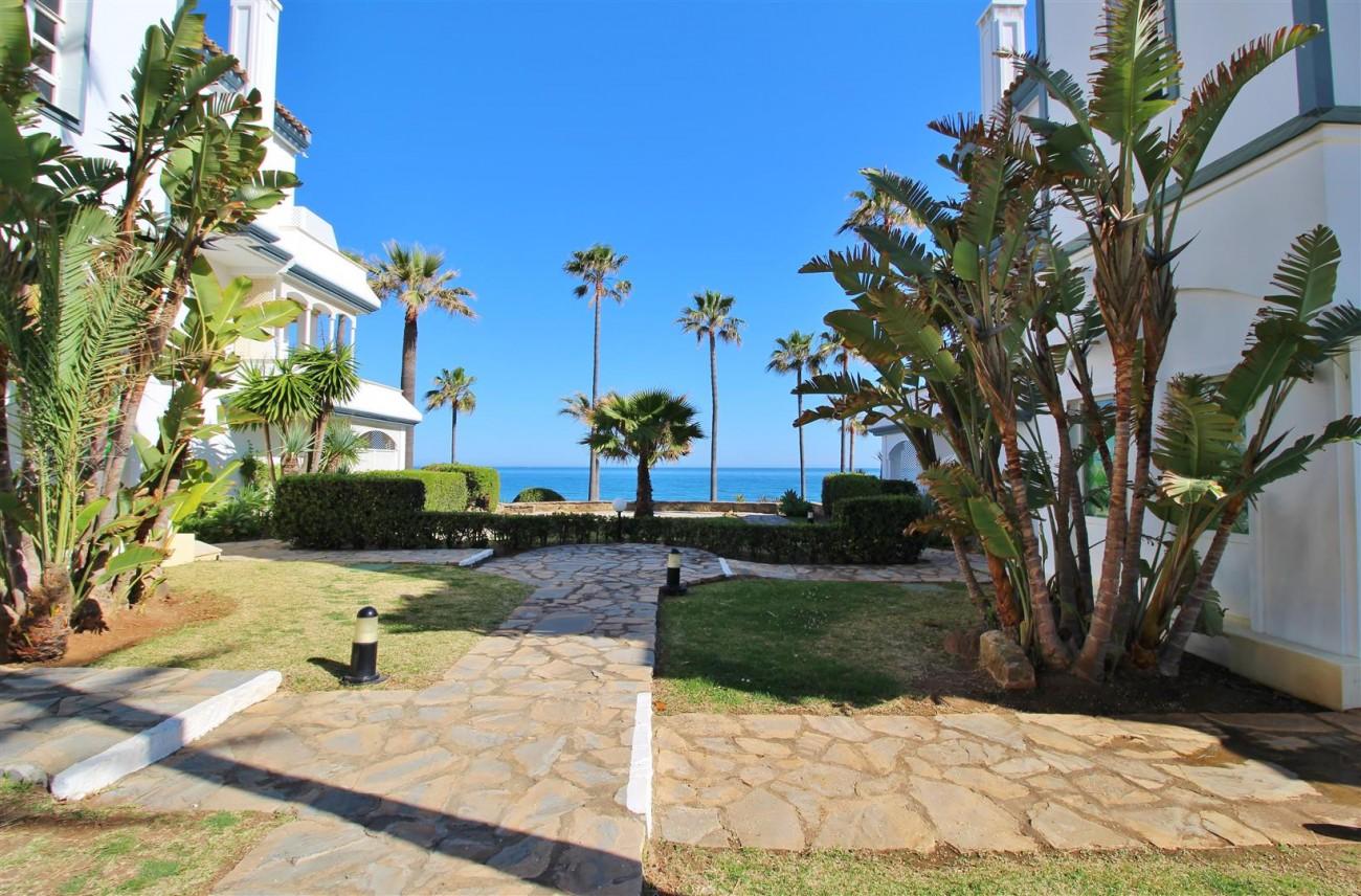 Beachfront Townhouse for sale Estepona Spain (25) (Large)