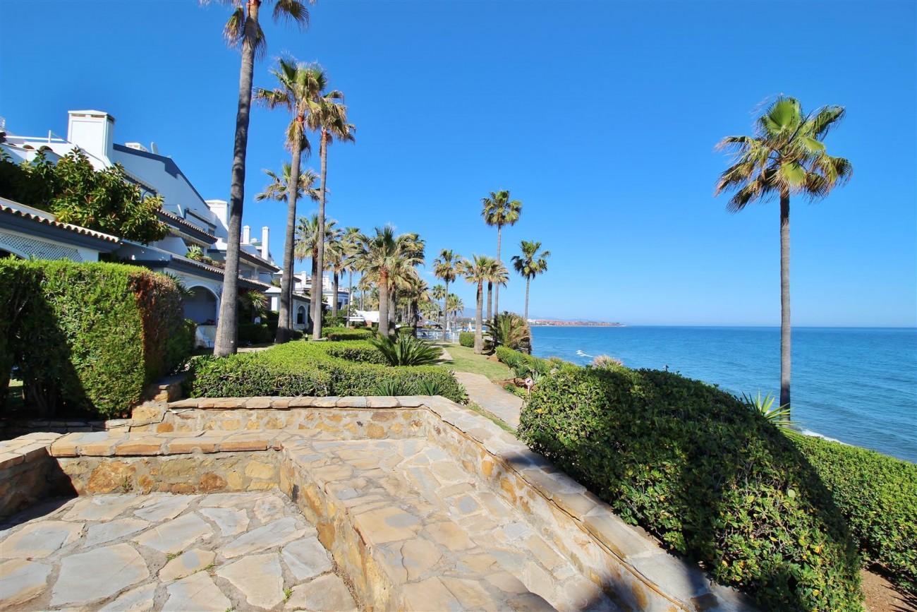 Beachfront Townhouse for sale Estepona Spain (26) (Large)