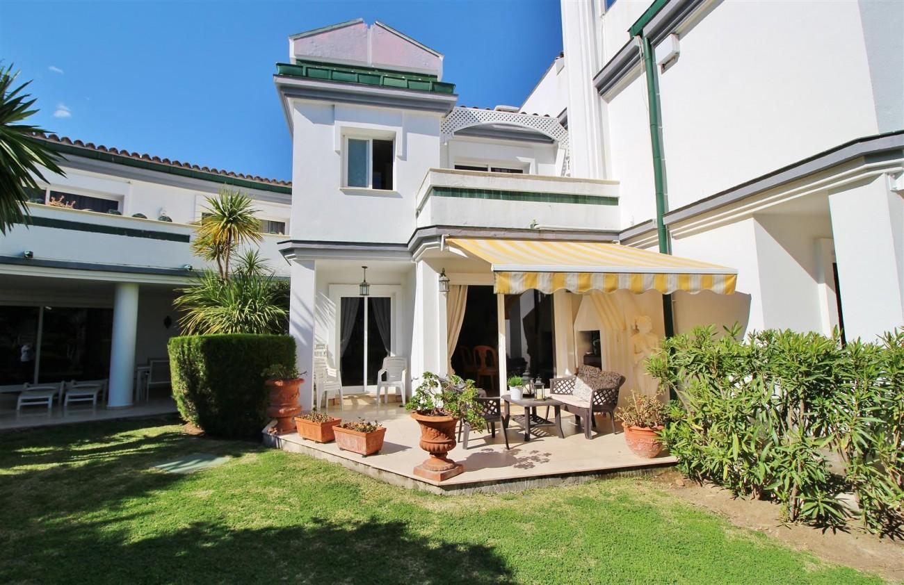 Beachfront Townhouse for sale Estepona Spain (23) (Large)