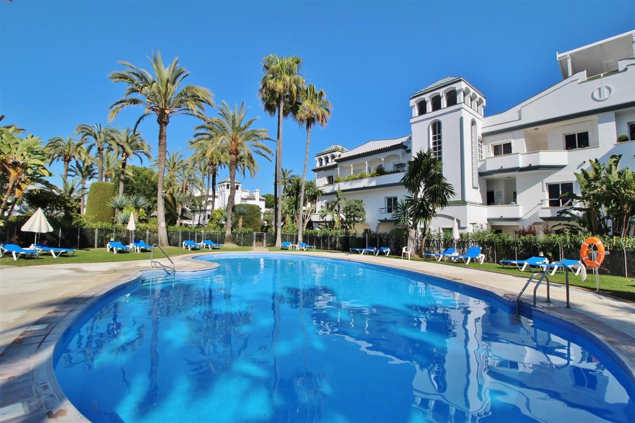 Beachfront Townhouse for sale Estepona Spain (24) (Large)