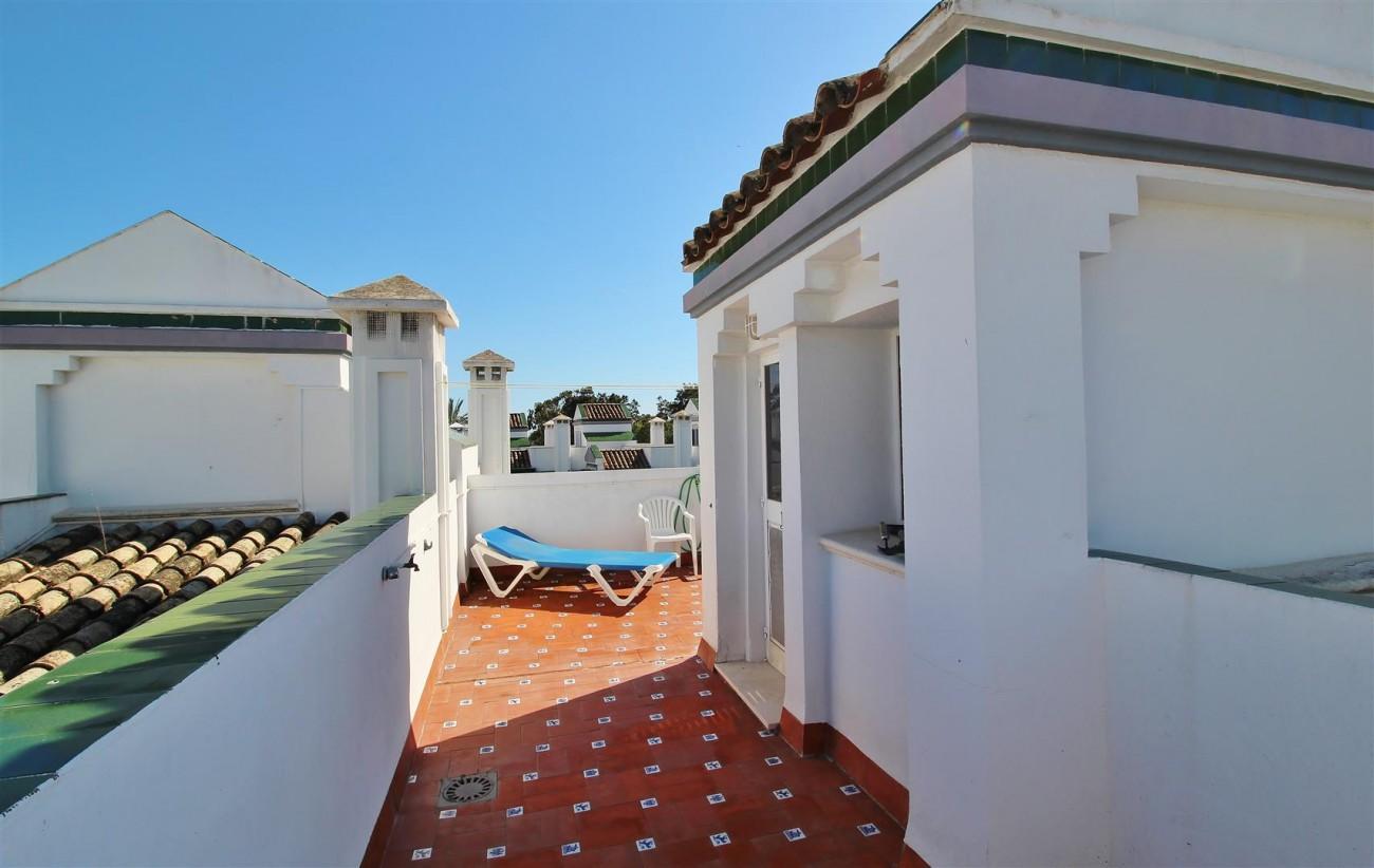 Beachfront Townhouse for sale Estepona Spain (21) (Large)