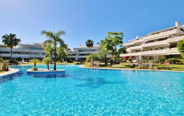 Apartment for Sale - 997.000€ - Nueva Andalucía, Costa del Sol - Ref: 5961