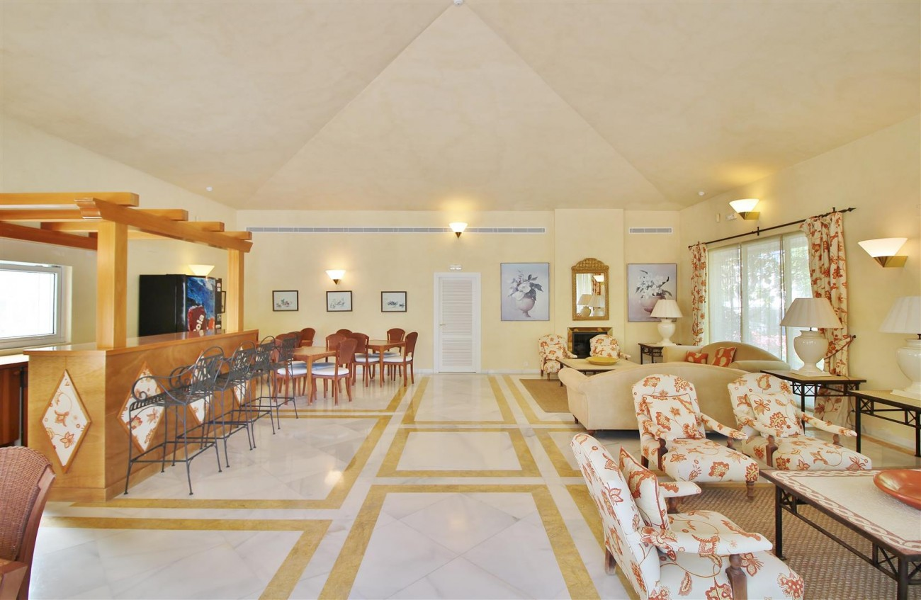 Frontline Golf Luxury Apartment for sale Nueva Andalucia Marbella Spain (4) (Large)