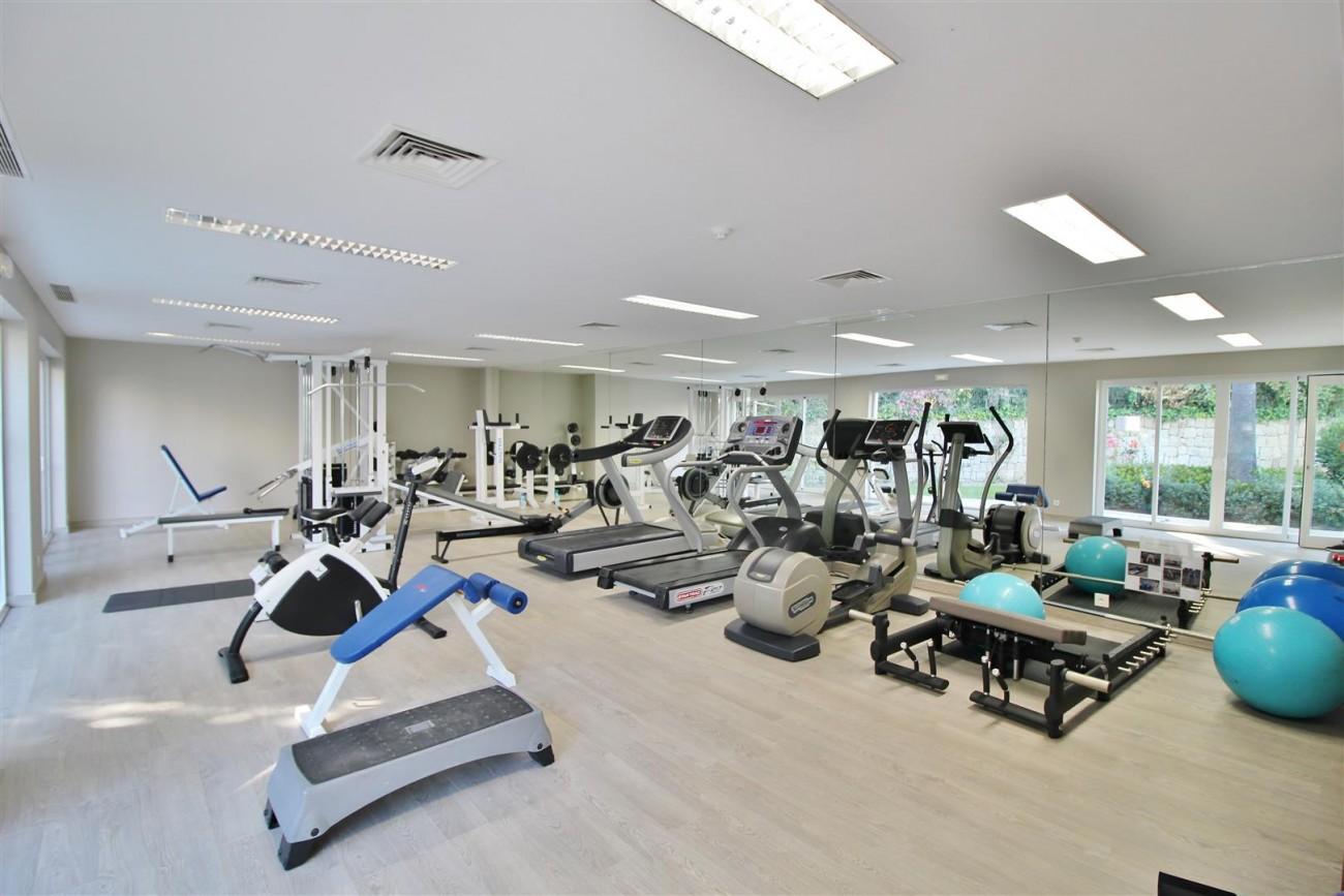 Frontline Golf Luxury Apartment for sale Nueva Andalucia Marbella Spain (6) (Large)
