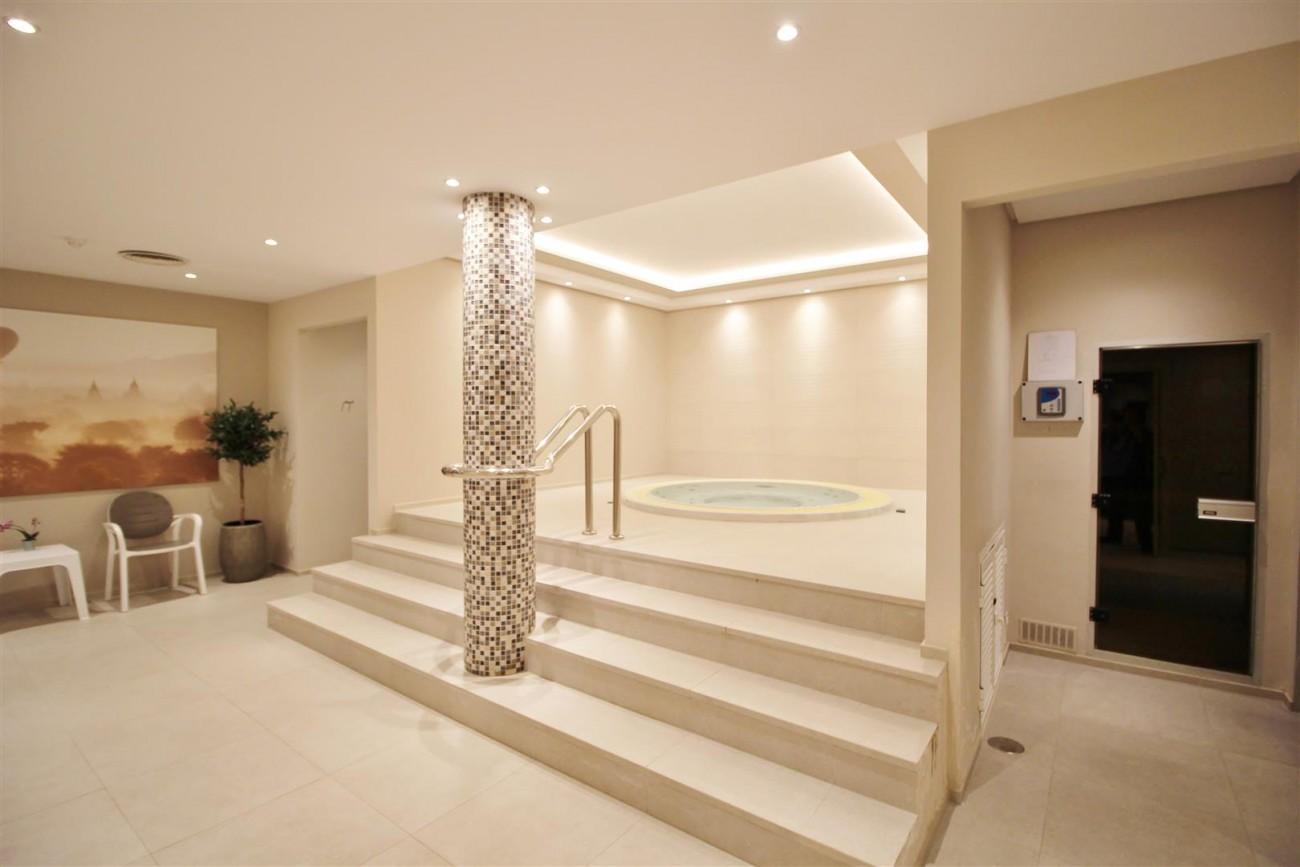 Frontline Golf Luxury Apartment for sale Nueva Andalucia Marbella Spain (7) (Large)