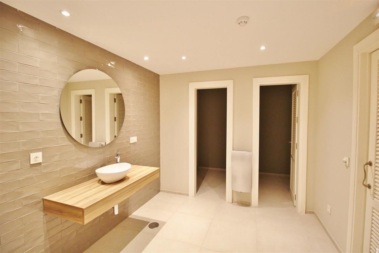Frontline Golf Luxury Apartment for sale Nueva Andalucia Marbella Spain (8) (Large)