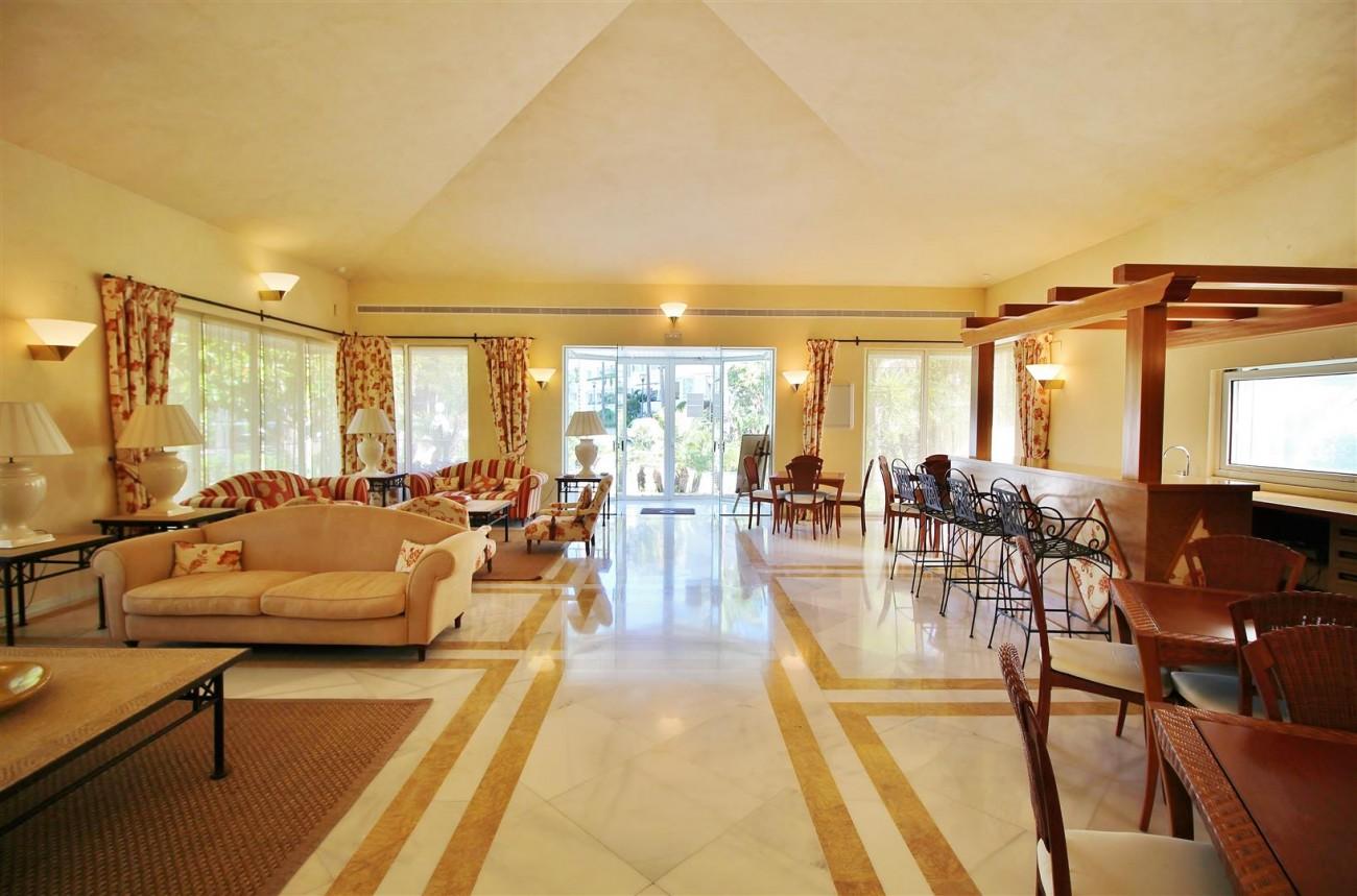 Frontline Golf Luxury Apartment for sale Nueva Andalucia Marbella Spain (9) (Large)