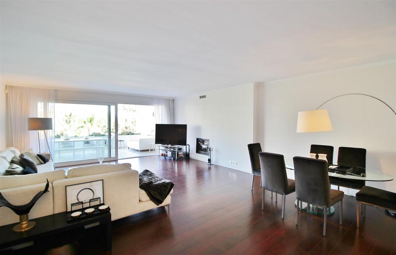 Frontline Golf Luxury Apartment for sale Nueva Andalucia Marbella Spain (10) (Large)