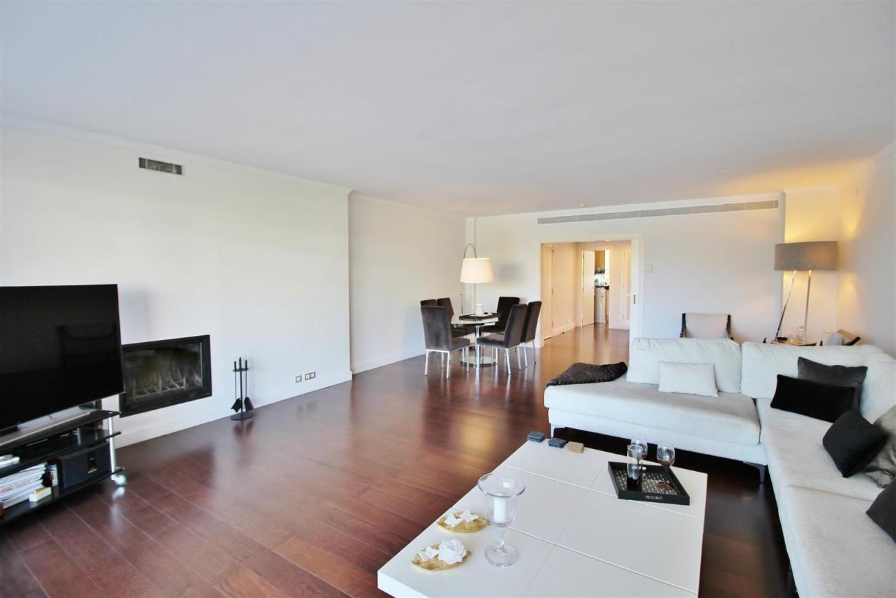 Frontline Golf Luxury Apartment for sale Nueva Andalucia Marbella Spain (13) (Large)