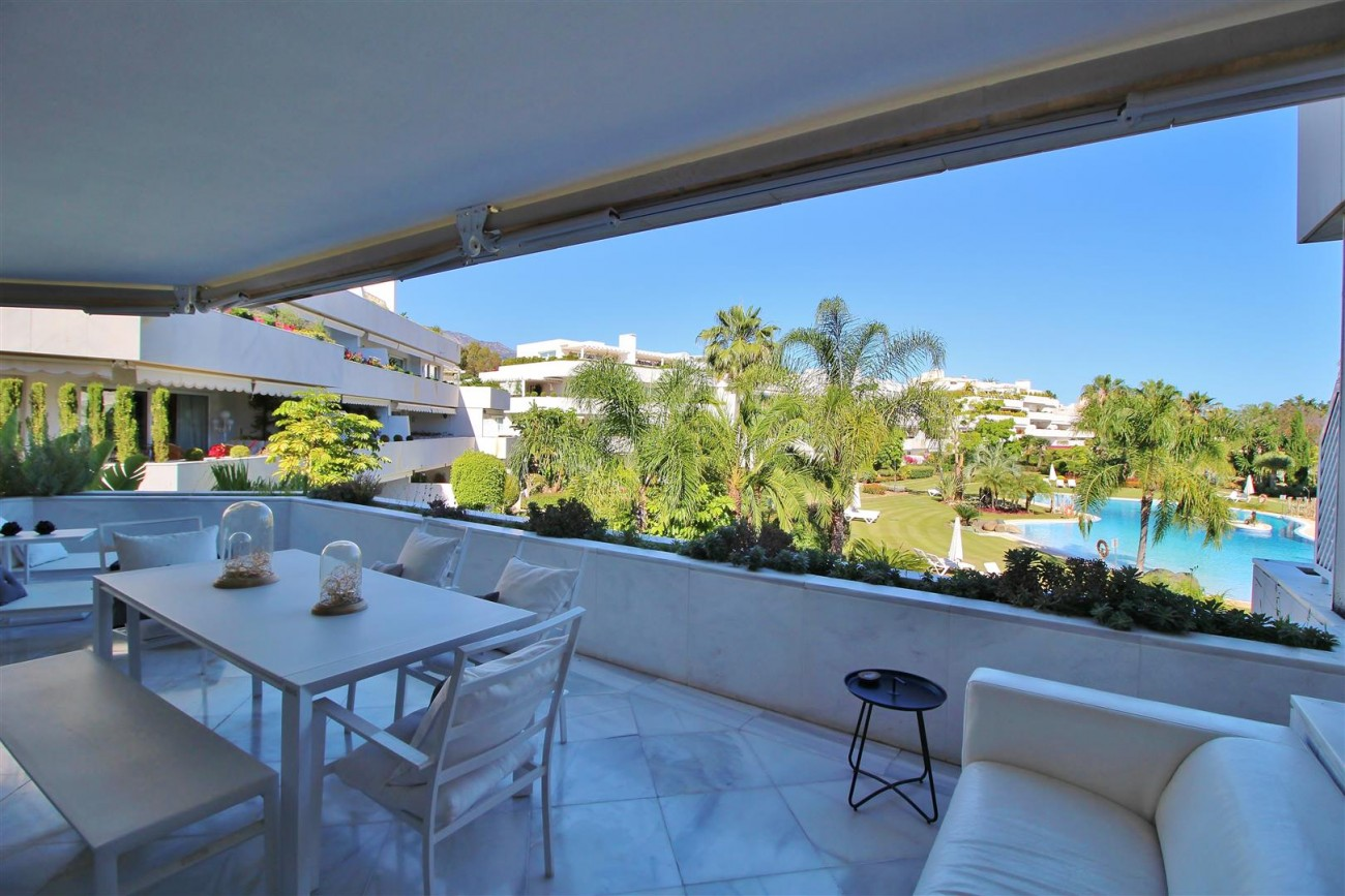 Frontline Golf Luxury Apartment for sale Nueva Andalucia Marbella Spain (14) (Large)